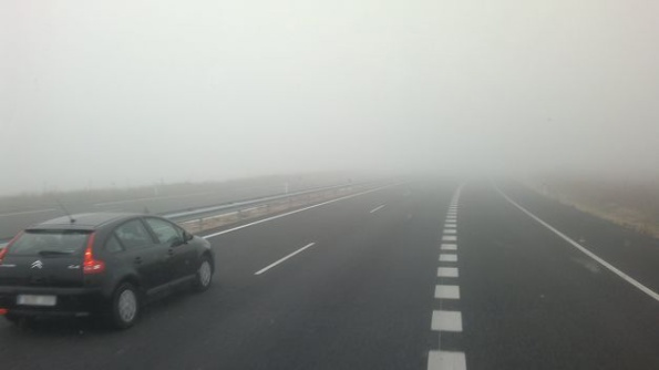 niebla-condicionan-circulacion-carretera-