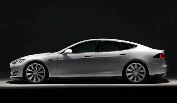 Tesla-Model-S-perfil-fondo-negro
